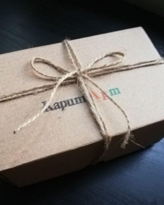 Подарък в кутийка